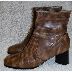 Newport News 2-tone swirl leather boots